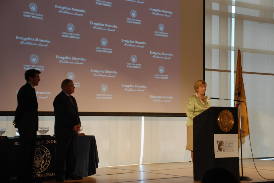 Award recipient Amy Mansue speaks.