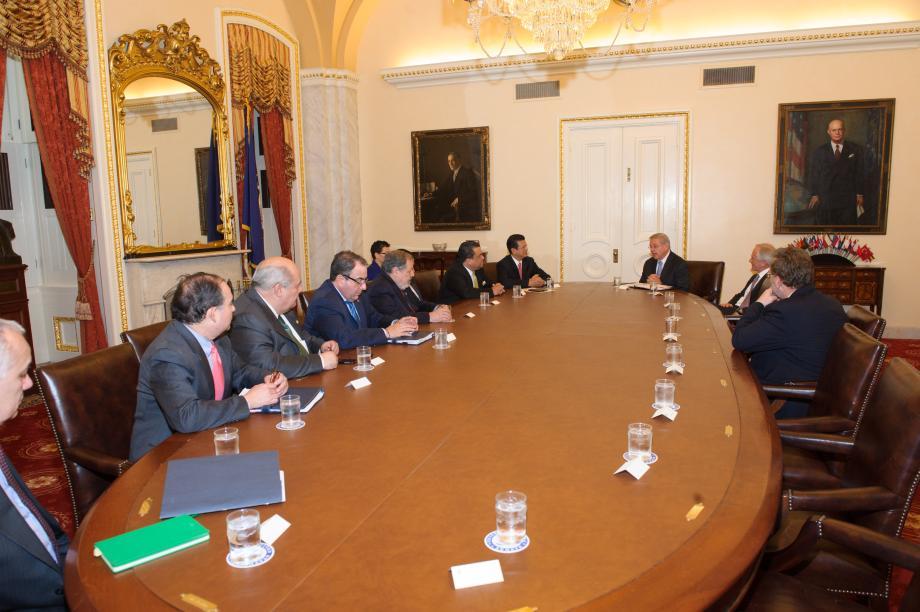 Los ministros de Relaciones Exteriores de Guatemala, El Salvador y Honduras se reúnen con los líderes del Comité de Relaciones Exteriores del Senado.