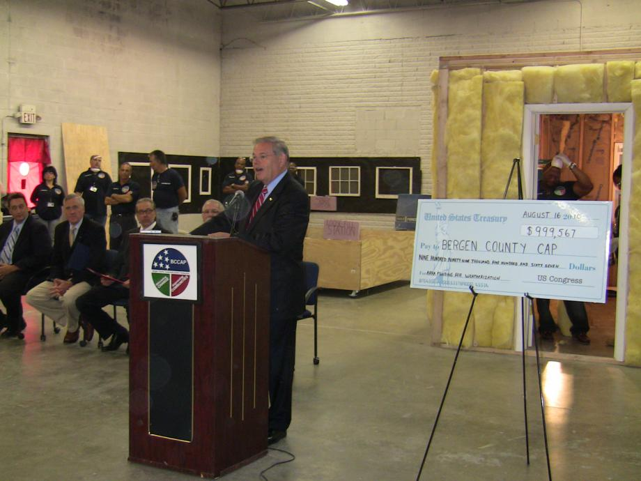 Menendez Highlights Green Job Creation in NJ through $1 Million Recovery Act Investment (Garfield, NJ)