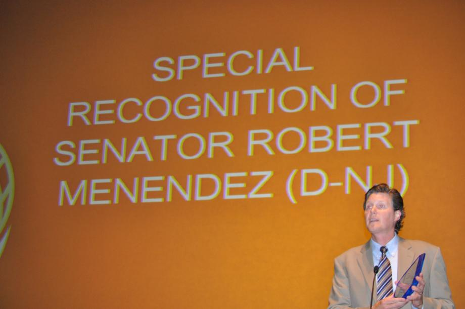 Roan Resch presenting the 2011 SEIA Award