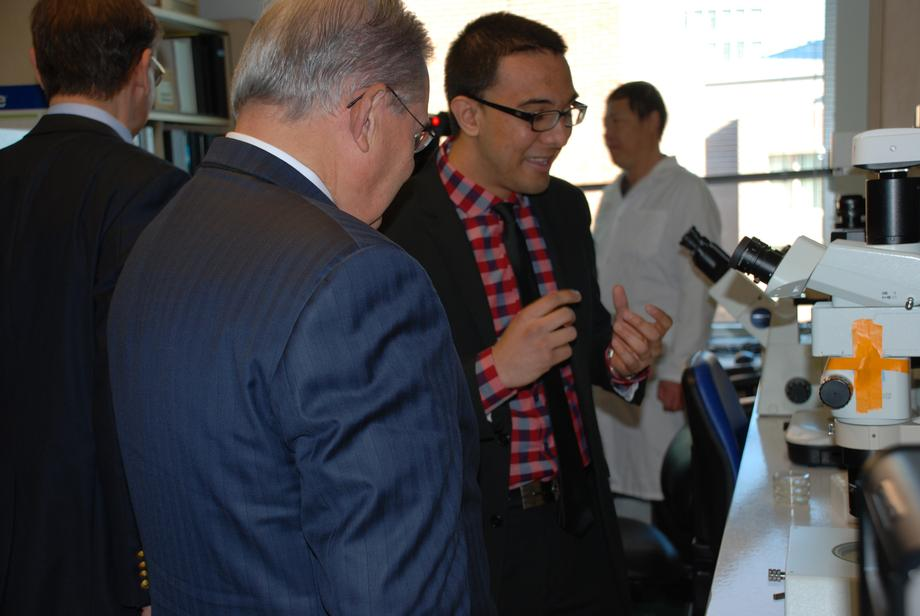 Menendez Visits Rutgers Lab Developing Alzheimer's Treatments